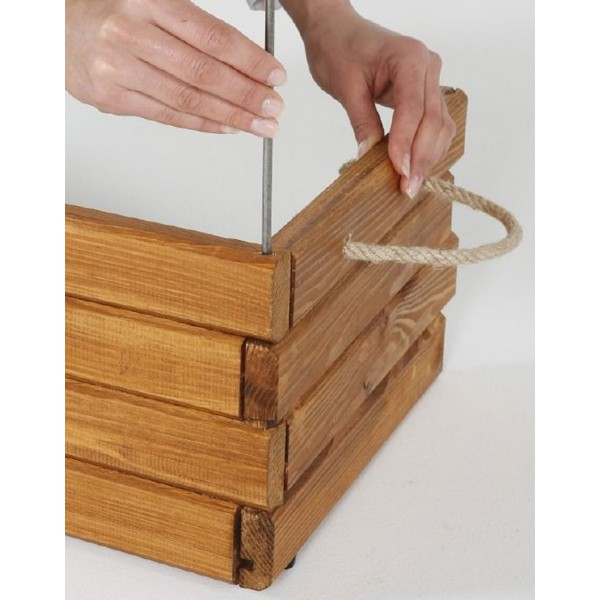 Holzkiste besteht aus Kiefernholz