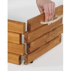 Die Holzkiste besteht aus Kiefernholz