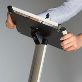 "Tablet Halter mit geneigter Fuß (9,7"" bis 10,1"")"