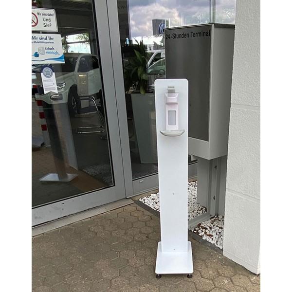Stand de désinfection Covid19 extérieur installé devant un commerce