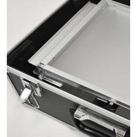 Porte-brochures pliable avec valise de transport métallique.