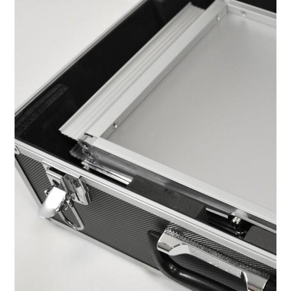 Opvouwbare folderstandaard met metallische transportkoffer