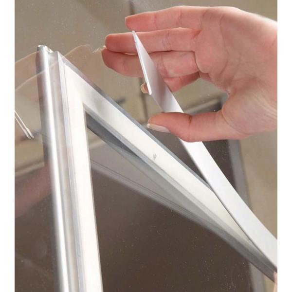 Pose d'un cadre clic-clac sur fenêtre